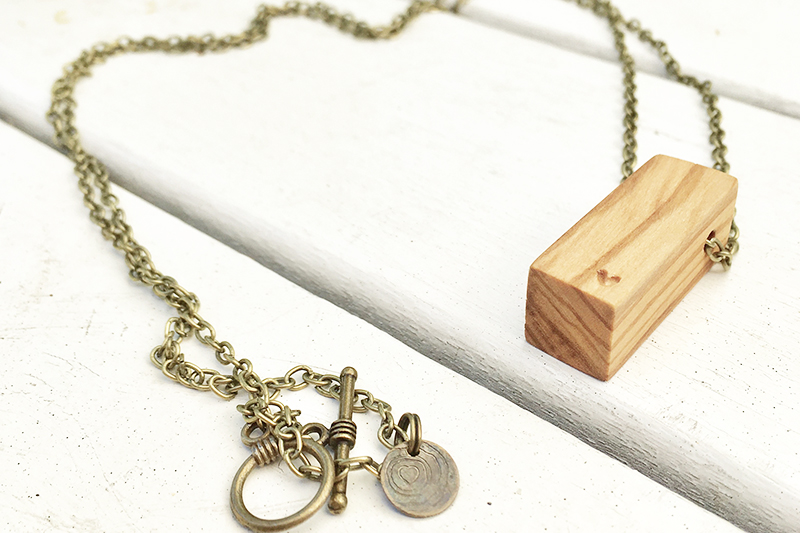 Necklace olive
